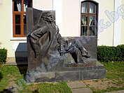 Къща-музей и паметник